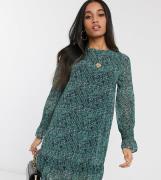 Vero Moda Petite - Grøn shift-kjole med sænket skørt i blomsterprint-...